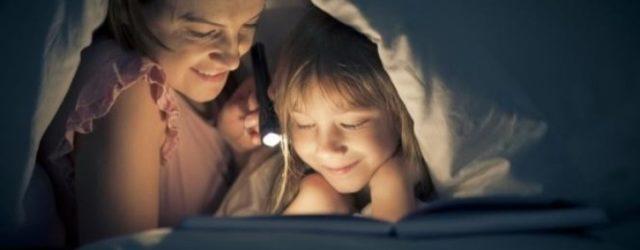 leggere storie ai piccoli fa crescere bene
